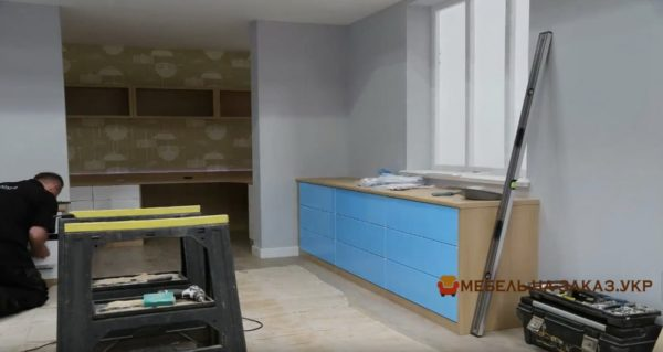 сборка и установка шкафа в гостиную
