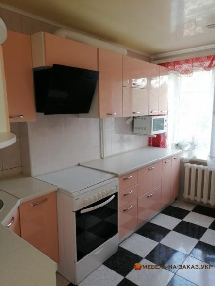 кухня лососевого цвета