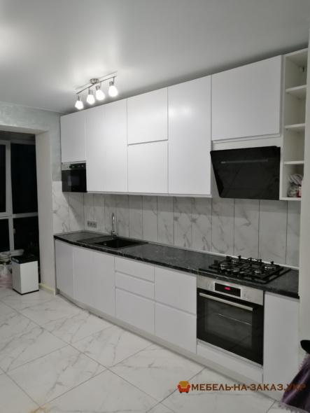 встроенная белая мебель на кухню