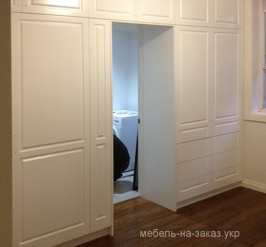 шкаф вокруг входа спальня