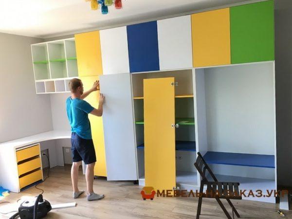разноцветная мебель в гостиную под заказ