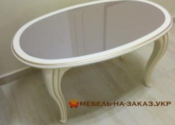 стол из дерева для гостиной