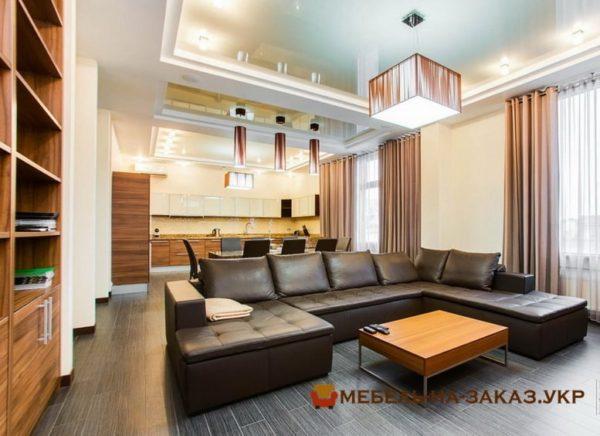 мягкая мебель и стол в гостиную