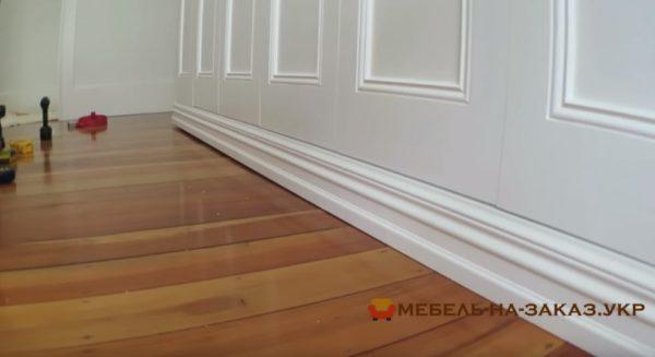 цоколь деревянной мебели