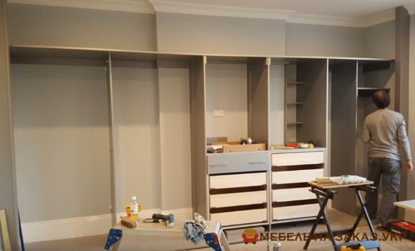 изготовление шкафа купе в гостиную под заказ в Киеве