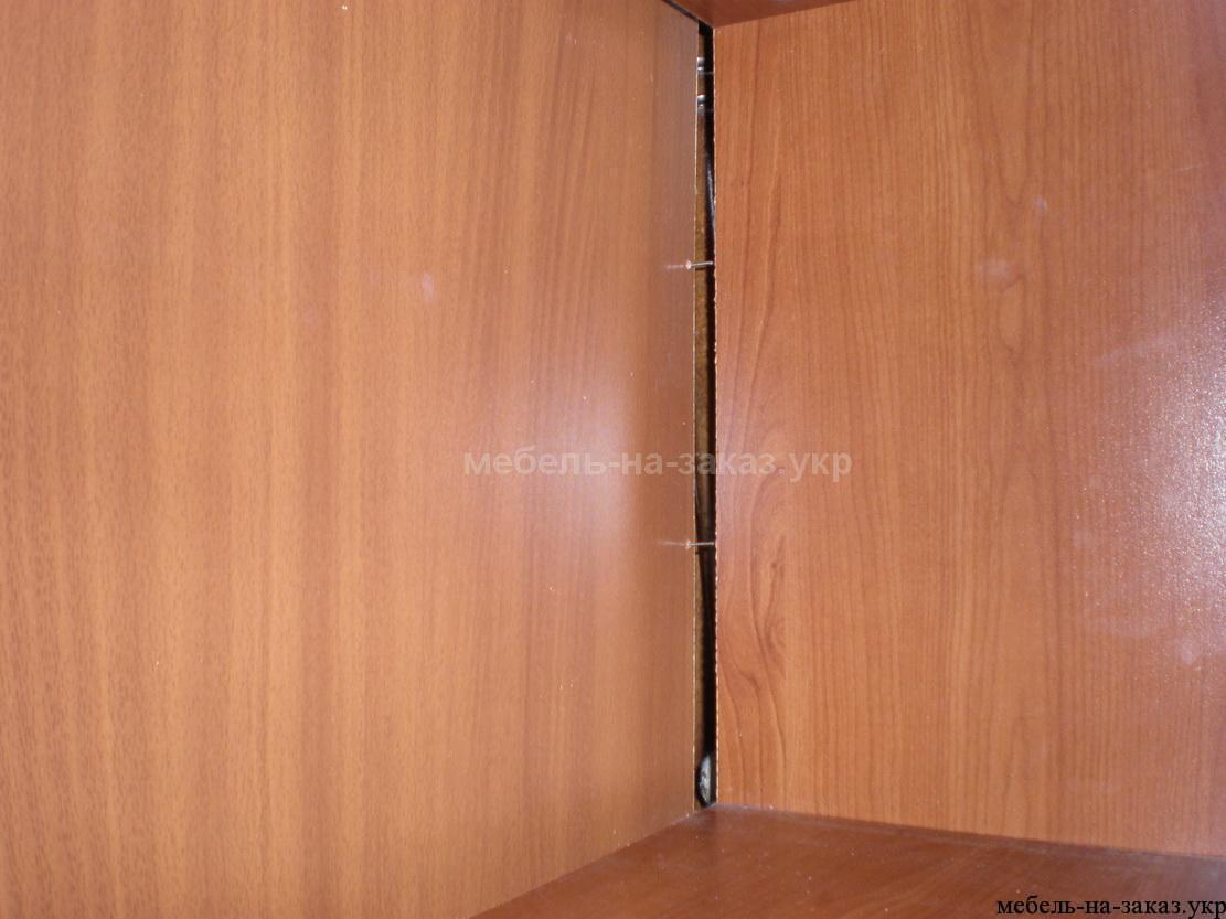 отвалилась задняя стенка шкафа