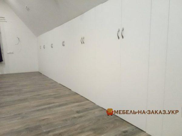 шкаф на всю стену в мансарду