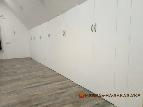 шкаф на всю стену