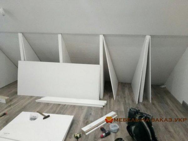 как сделать шкаф в мансарду
