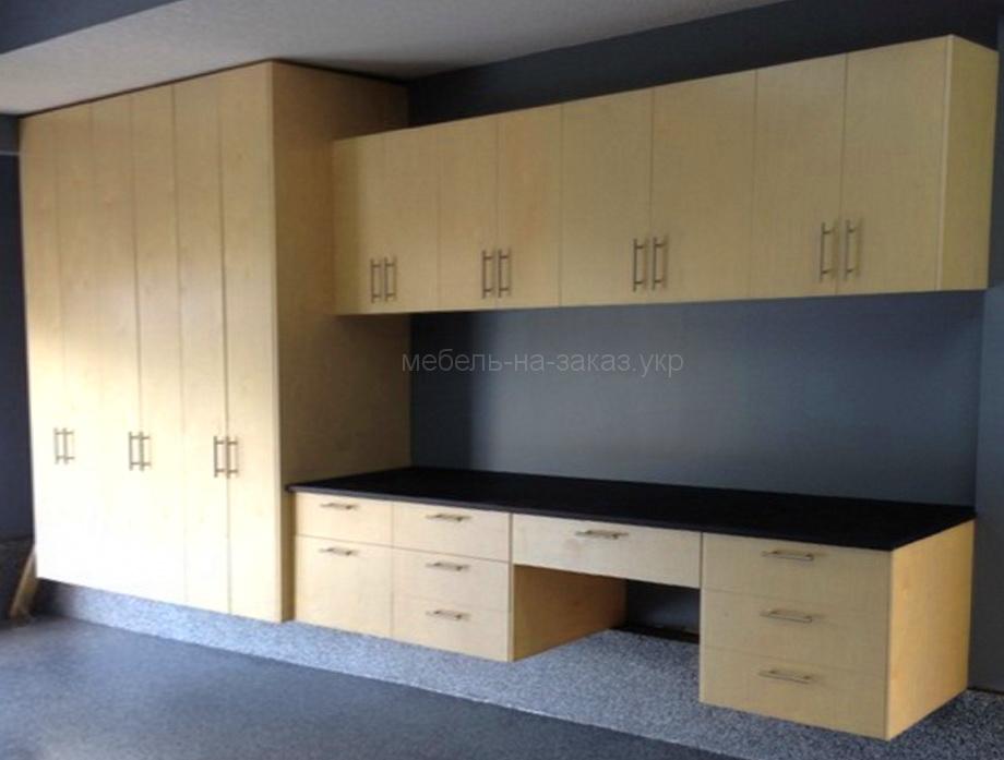 желтый шкаф для гаража