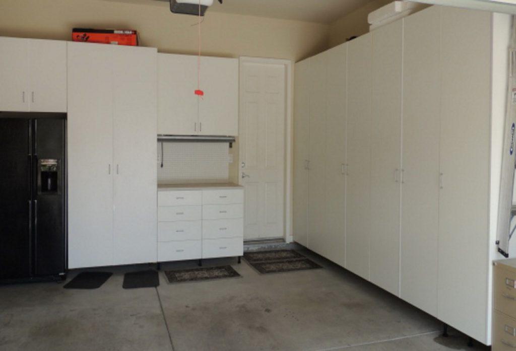 белый шкаф для гаража