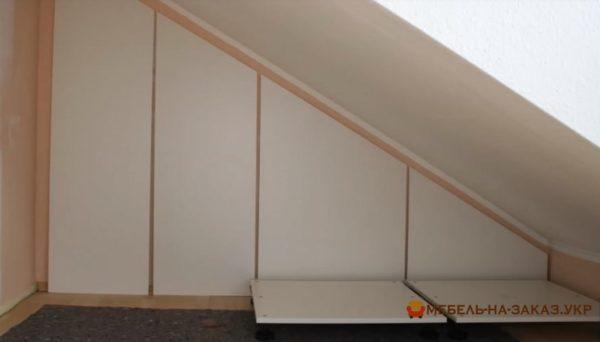 установка распашного шкафа в мансард