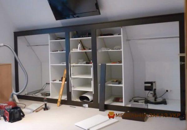 встроенные Шкафы на мансарде на заказ в Киеве