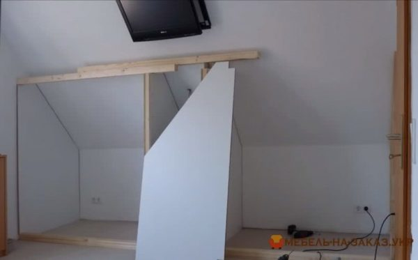 монтаж мебели для мансарды