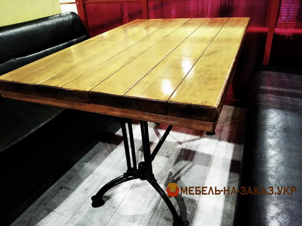 стол из дерева в кафе на заказ