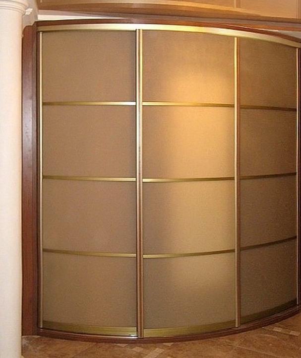 радиусный шкаф в хол