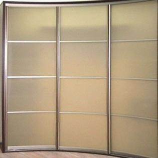 большой шкаф с радиусными фасадами