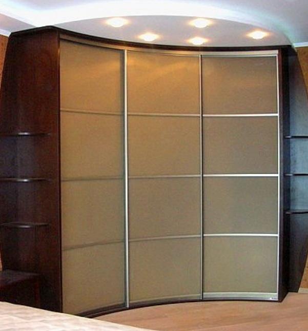 шкаф купе с закругленными дверями
