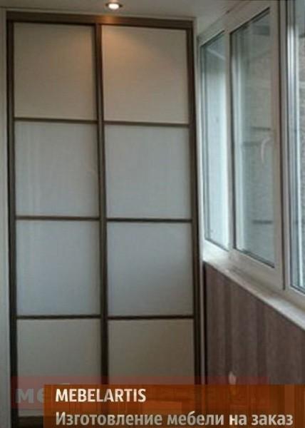 шкаф с раздвижными дверями на балкон
