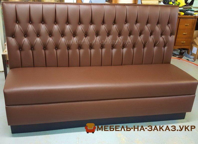 коричневый диван для ресторана