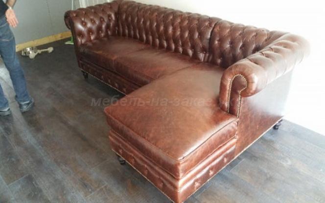 угловой кожаный диван под заказ для ресторана