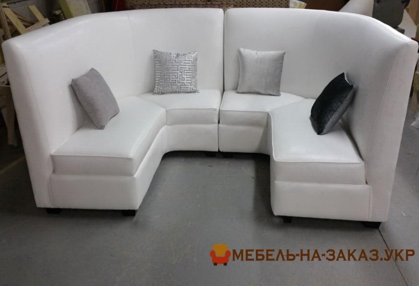 беылй диван формы подковы