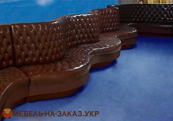 диван радиусный под стену в кафе
