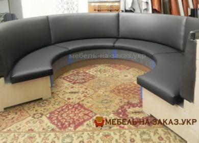 круглый диван в кафе серый