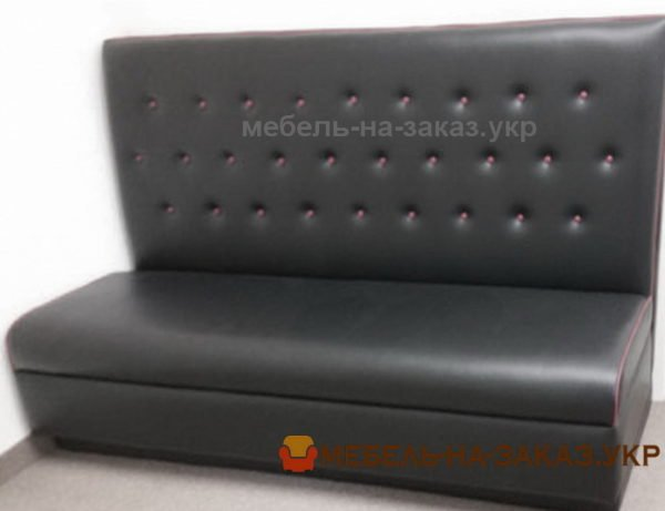 черный диван в точечку