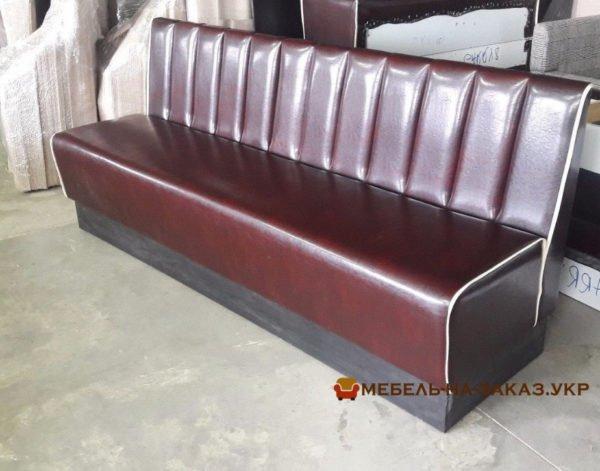 угловой диван красный в кафе