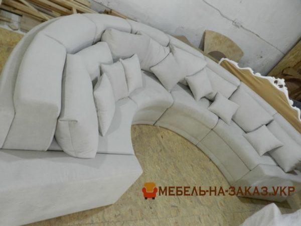 радиусный большой диван для ресторана