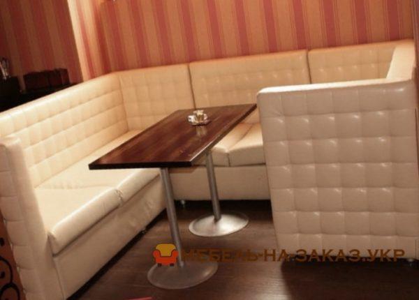 кресла и угловой диван в ресторан