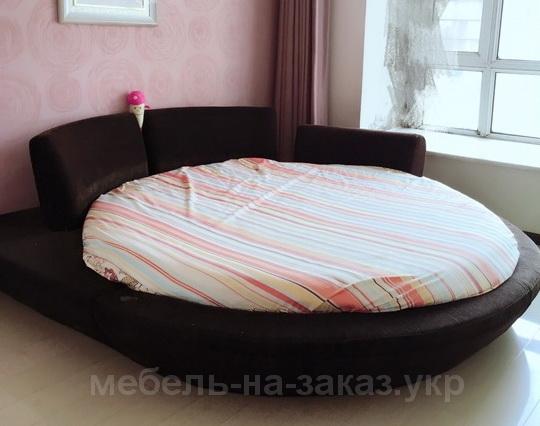 черная кровать круглая