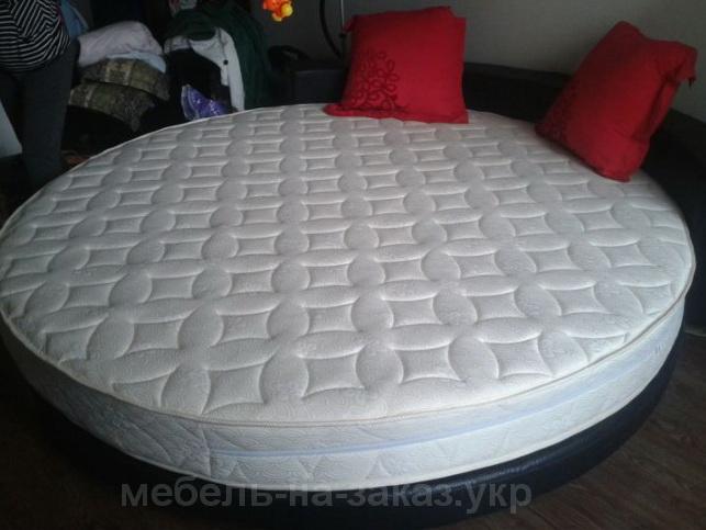 круглая кровать для двоих