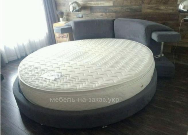 круглая серая кровать