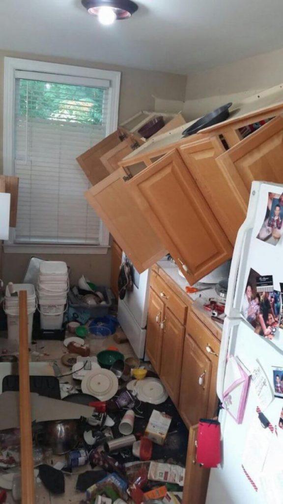 брак сборки мебели
