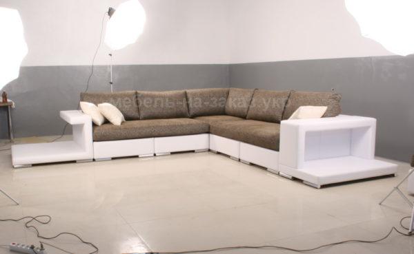 белокоричневый диван