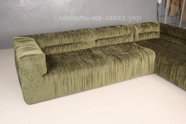светлозеленый диван