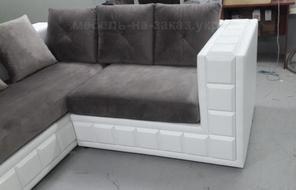 диван на деревянной основе