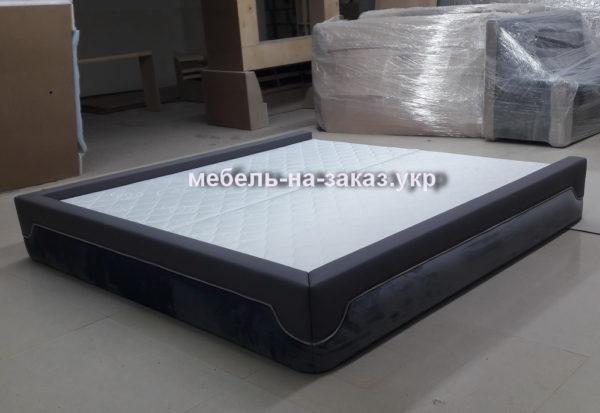 большая двухместная кровать