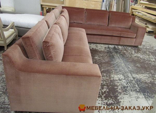 два коричневых дивана