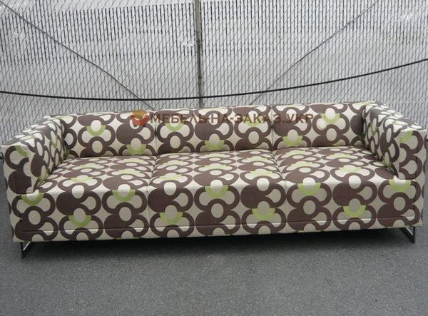 диван с узорами