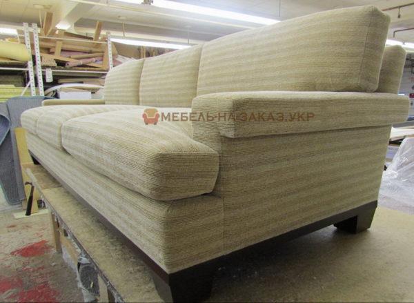 диван в строгом стиле