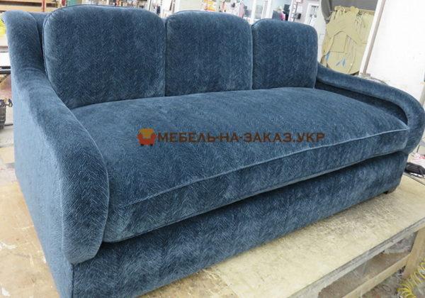 прямой голубой диван