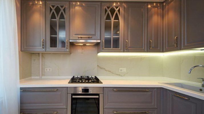 классическая кухня с подсветкой