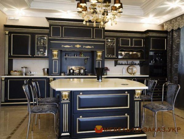 черная кухня из натурального дерева