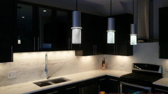 угловая черная кухня