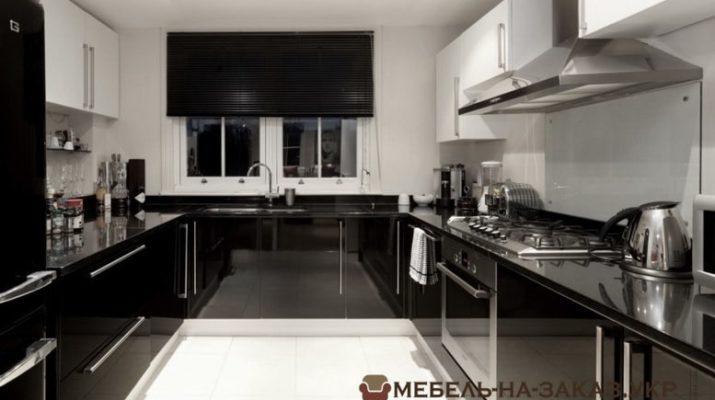 черная п образная кухня