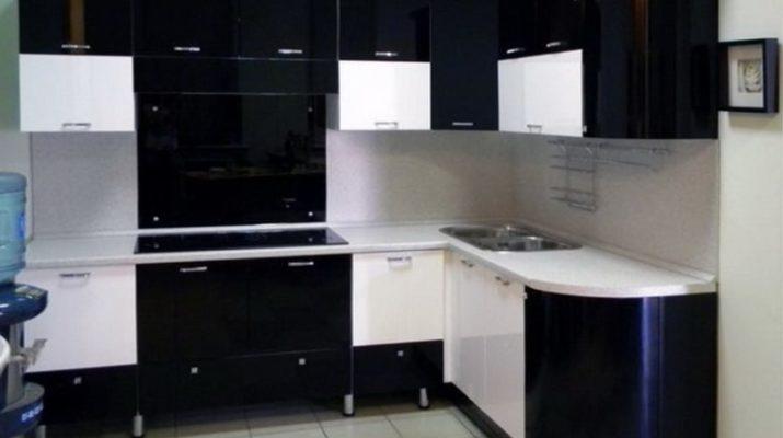 угловая черно белая кухня под заказ