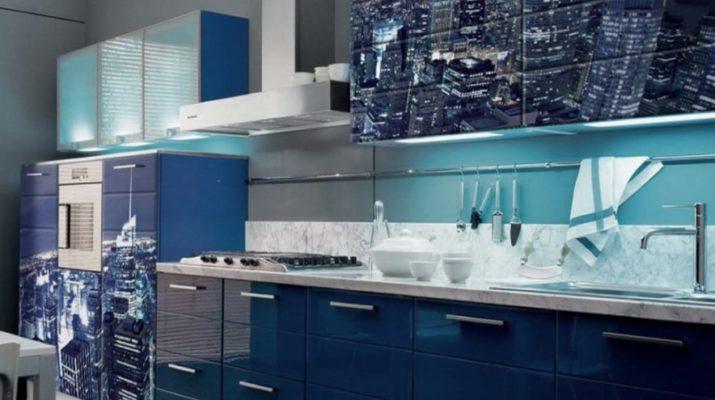 голубая кухня с фотопечатью